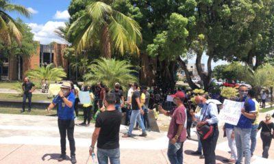 Comerciantes se manifestam contra lockdown em Camaçari nesta sexta-feira