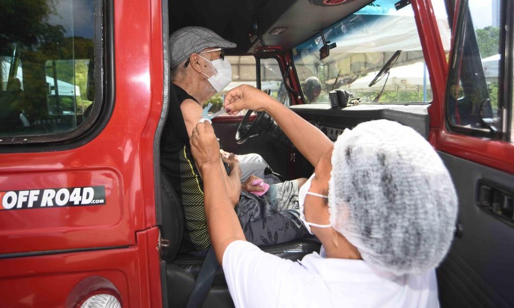 Vacinação contra Covid-19 em idosos a partir de 78 anos é retomada em Salvador