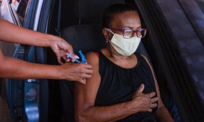 Vacinômetro: Sesau vacina 2.071 pessoas contra Covid-19 no fim de semana em Camaçari