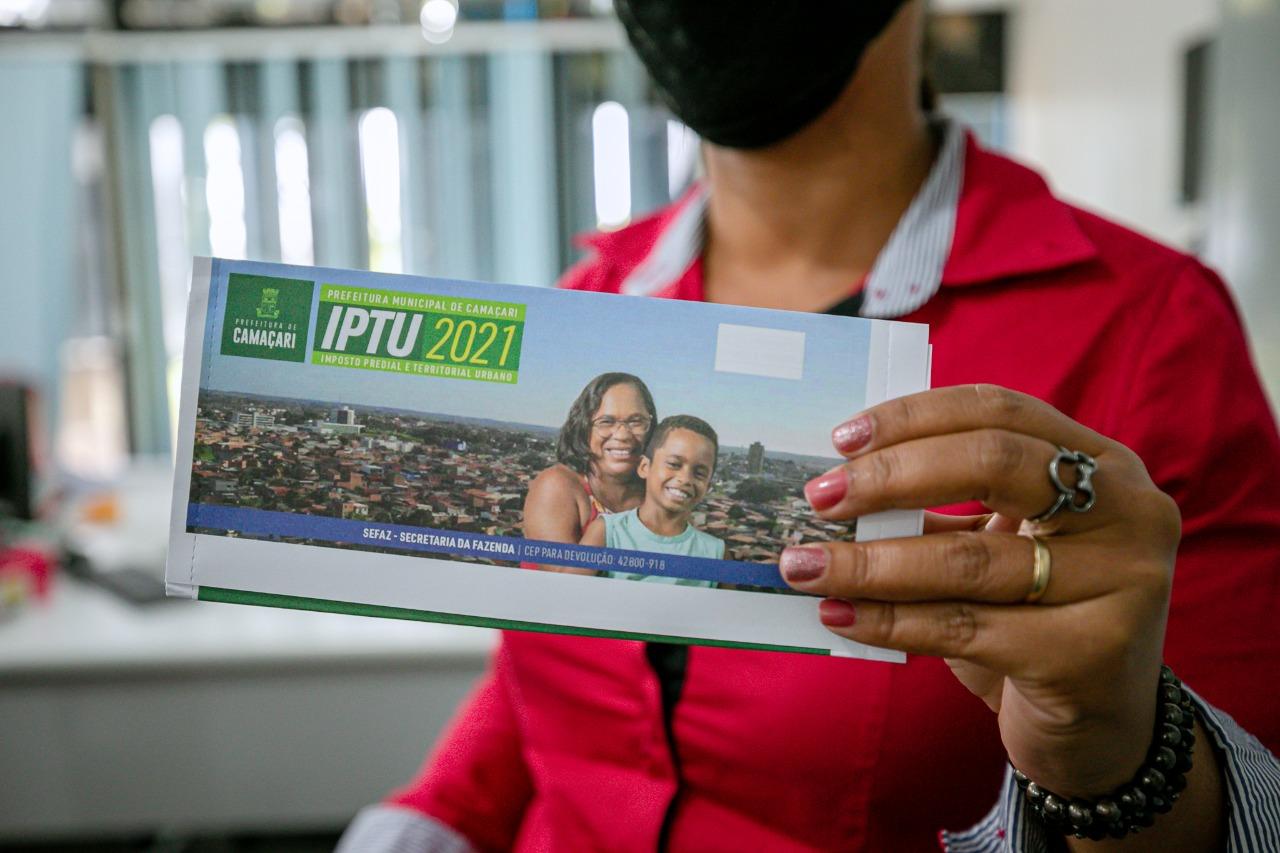 Carnês do IPTU 2021 começam a ser distribuídos em Camaçari