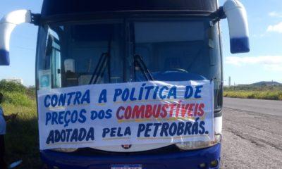 Motoristas autônomos protestam contra o aumento dos combustíveis em Camaçari