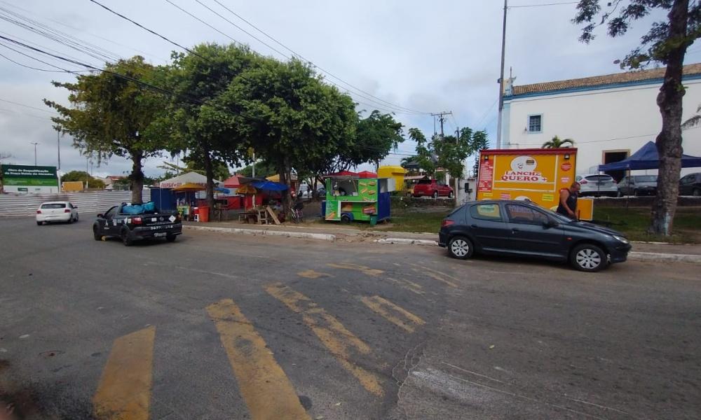 Dr. Samuka indica criação de praça de alimentação próximo à Praça da Matriz em Vila de Abrantes