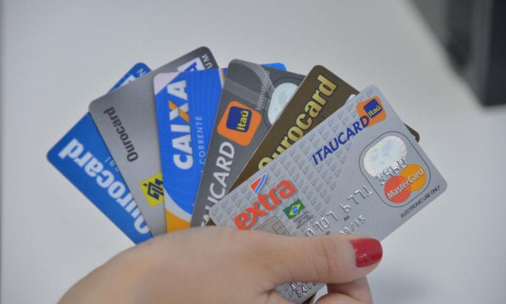 Contribuinte agora pode pagar taxas federais com cartão de crédito
