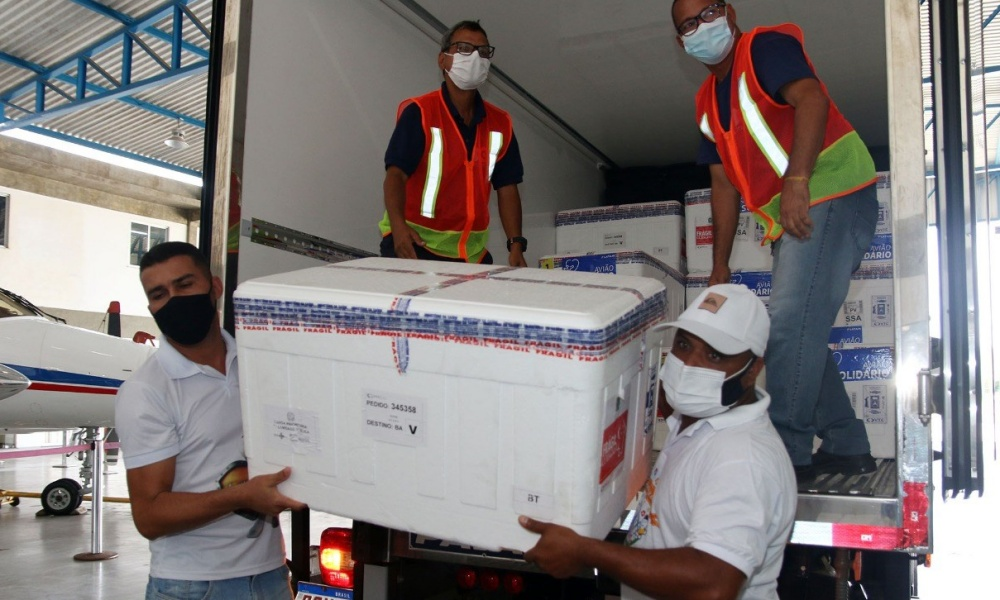 Lote com 441.200 doses de vacina contra Covid-19 chega à Bahia neste sábado
