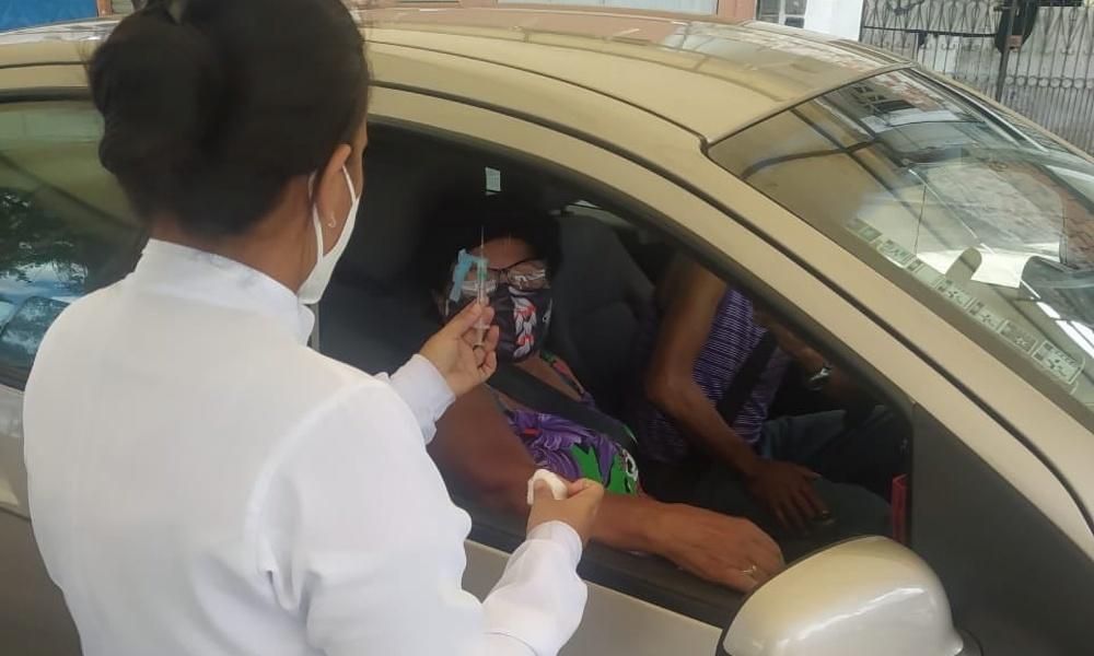 Pessoas com Síndrome de Down e comorbidades começam a ser vacinadas em Dias d'Ávila