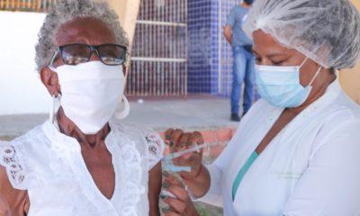 Após estoque zerar, Lauro de Freitas suspende vacinação da primeira dose contra Covid-19