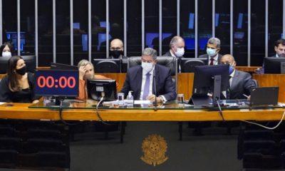 Maioria da bancada baiana na Câmara aprova projeto que libera compra de vacinas pela iniciativa privada