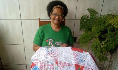 Dinoélia Trindade: primeira mestra de bilro da Bahia recebe certificado IOV Brasil - UNESCO