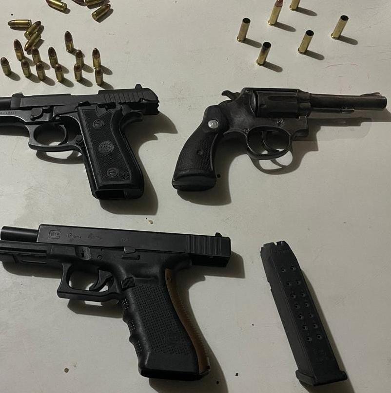 Trio é flagrado com pistolas e revólver no bairro do Verde Horizonte