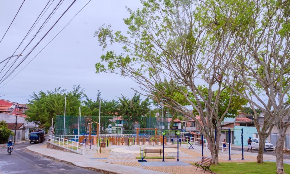 Seinfra finaliza obra da Praça Cruz das Almas no Phoc I