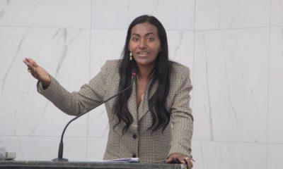 Professora Angélica reivindica reforma nas escolas municipais Rosalina Costa de Paula e Yolanda Pires