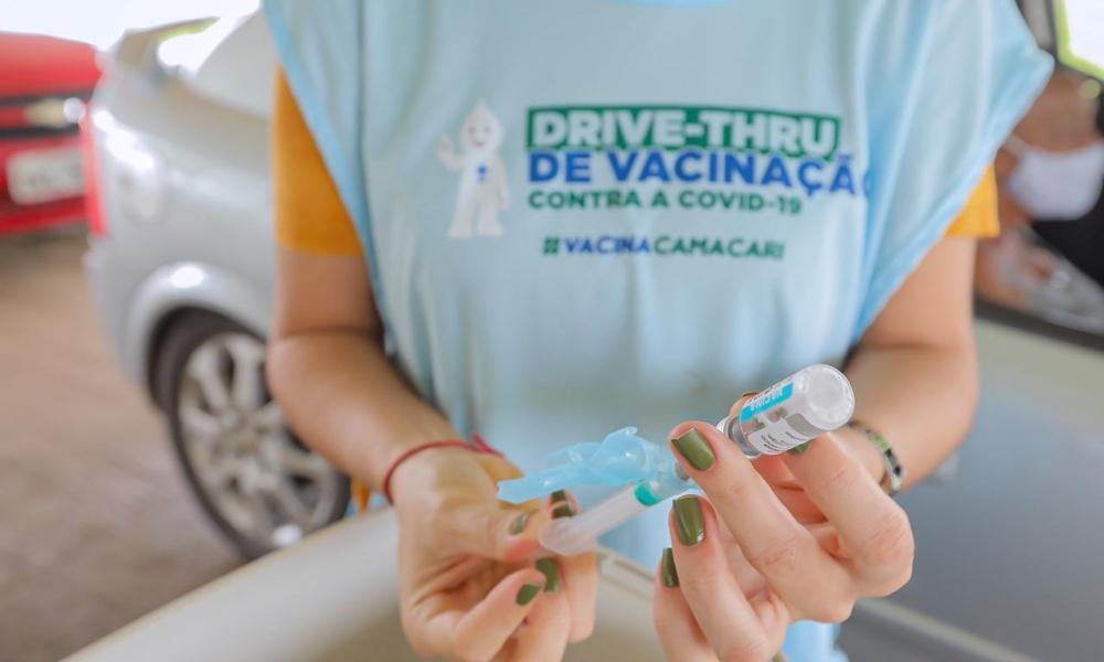 Vacinação da primeira dose contra Covid volta a ser suspensa em Camaçari a partir deste domingo