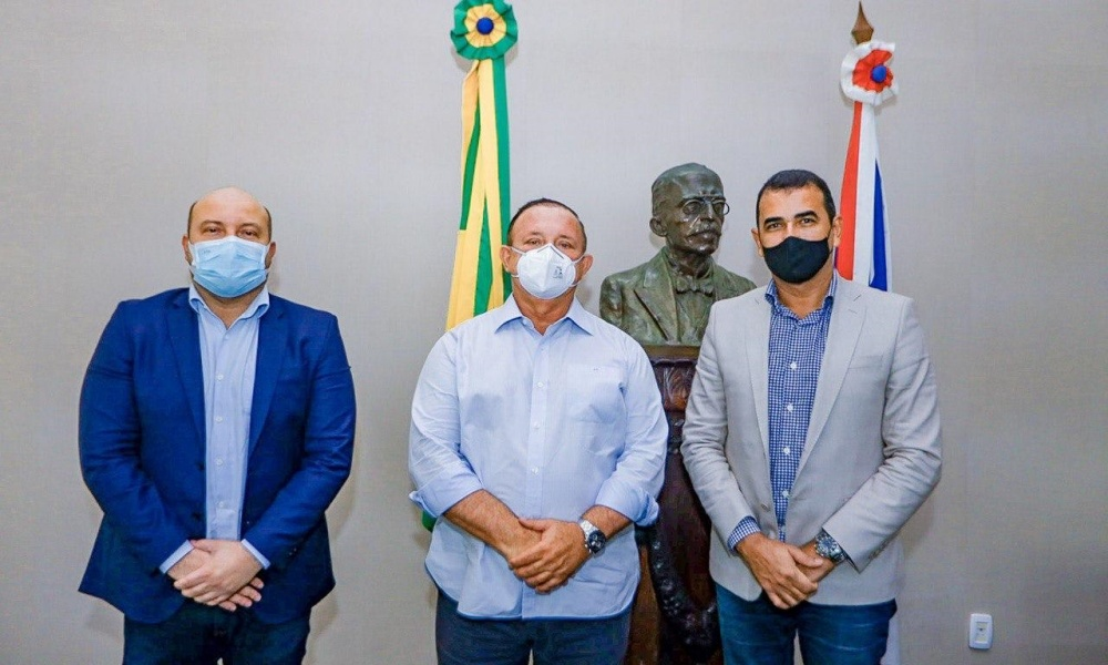 Júnior e Dilson visitam Alba e firmam acordo para utilização de sistema de processo legislativo