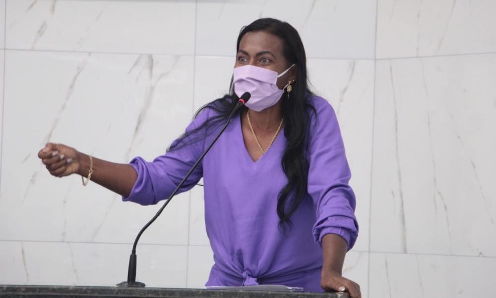 Professora Angélica reivindica linha de ônibus para o bairro da Malícia