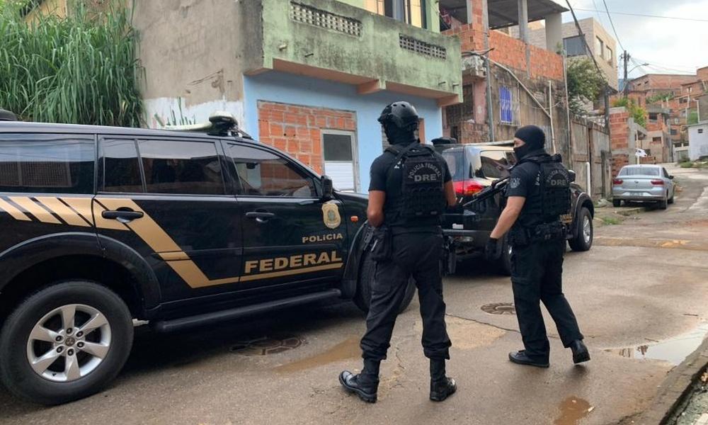 PF cumpre mandados em Salvador, Dias d'Ávila, Simões Filho e Barreiras em operação contra tráfico internacional de drogas