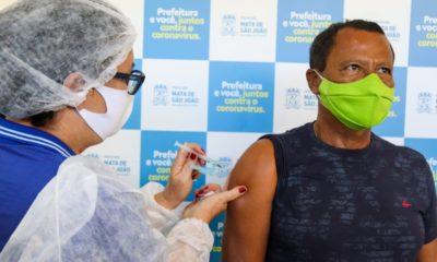 Mata de São João retoma vacinação de profissionais da educação e idosos com 60 anos