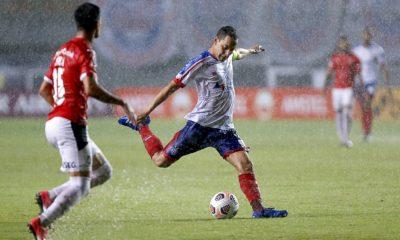 Gilberto perde pênalti e Bahia fica no empate com Independiente