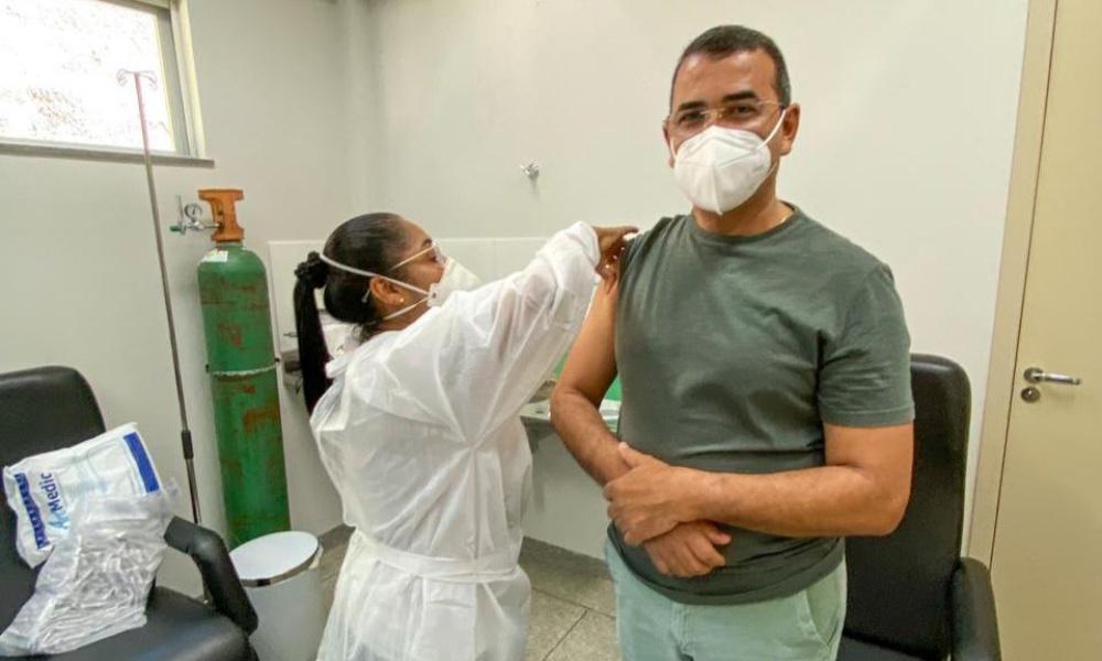 Júnior Borges é vacinado contra Covid-19