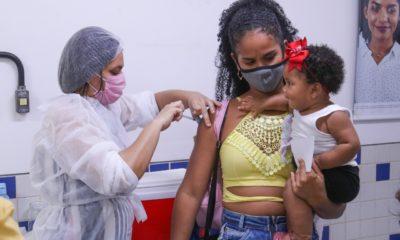 Vacinômetro: mais 65 mil pessoas tomaram a primeira dose em Lauro de Freitas; 18,9 mil receberam a segunda