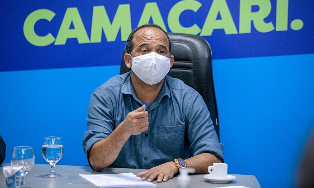 Elinaldo pretende vacinar todos os trabalhadores da educação para retomada das aulas presenciais