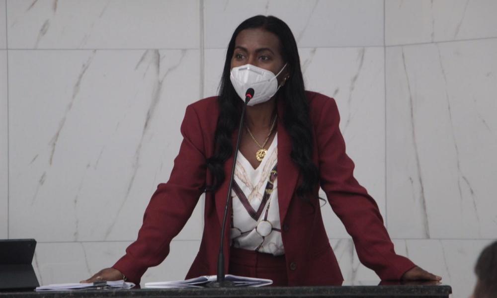 Professora Angélica denuncia episódios de ameaça durante vistorias em Camaçari