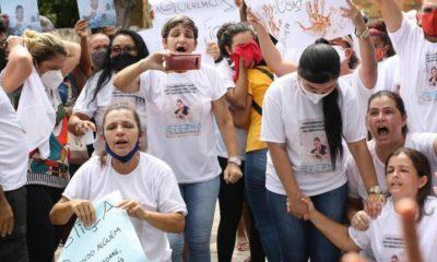 Familiares e amigos protestam contra morte de jovem de 17 anos em Monte Gordo