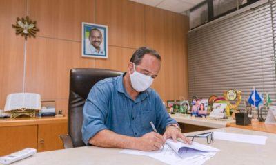 Elinaldo assina PL que propõe autorização e concessão de perdão de crédito municipal
