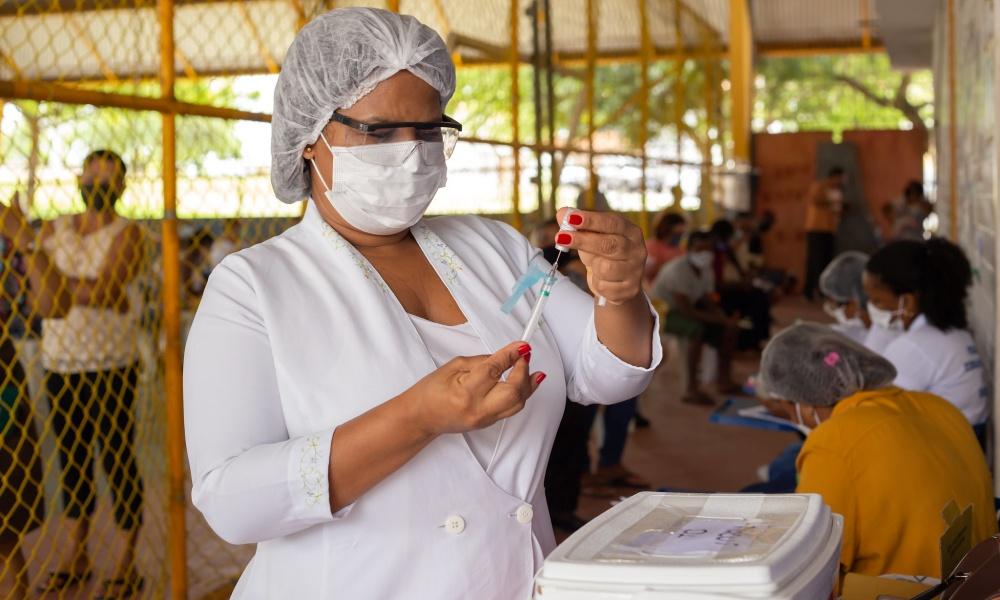 Lauro de Freitas inicia vacinação contra Covid-19 de pessoas com 39 anos