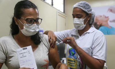 Salvador inicia vacinação contra Covid-19 para pessoas com 49 anos na tarde desta sexta-feira