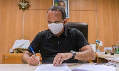 Elinaldo sanciona lei de auxílio-cultura