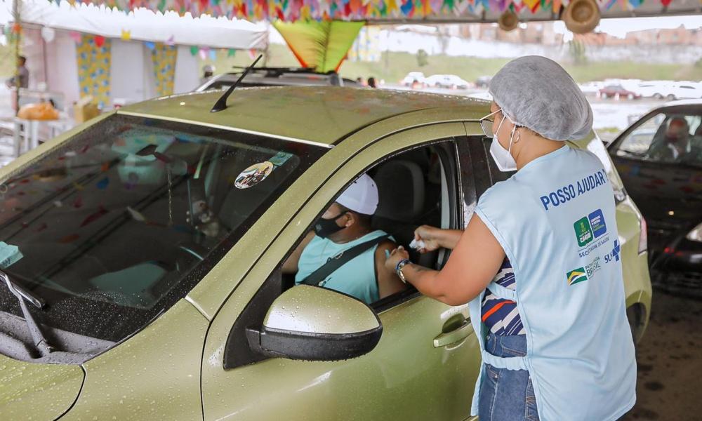 Pessoas com 45 anos ou mais serão vacinadas contra Covid-19 neste sábado em Camaçari