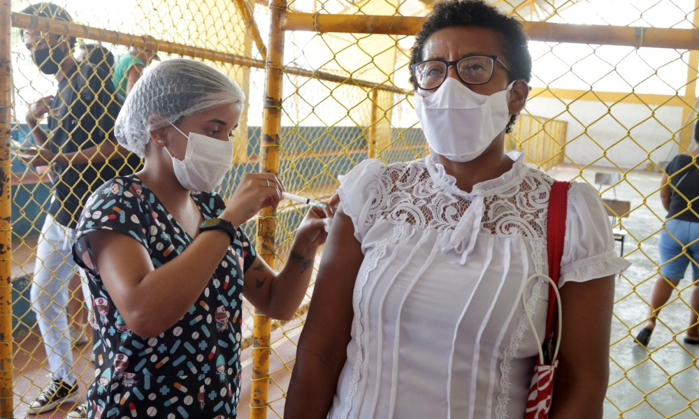 Lauro de Freitas vacina contra Covid-19 neste sábado pessoas com 54 anos ou mais