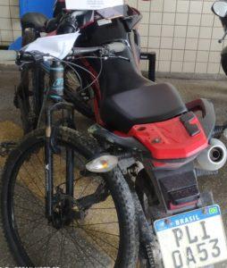 Dias d'Ávila: polícia recupera moto, bicicleta e celulares roubados; suspeita é detida