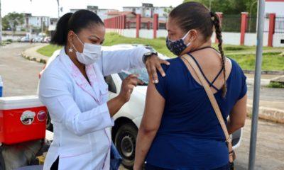 Lauro de Freitas começa vacinação contra Covid-19 de pessoas com 45 anos ou mais