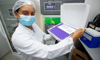 Candeias vacina pessoas com 39 anos contra Covid-19