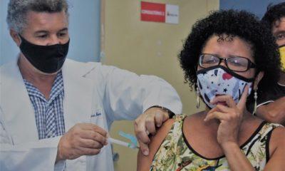 Aplicação da primeira dose contra Covid-19 está suspensa em Simões Filho