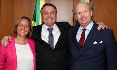 Bolsonaro posa em foto ao lado de deputada neonazista e neta de ministro de Hitler