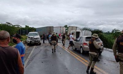 BR-101: acidente envolvendo 13 veículos deixa uma pessoa morta e outras feridas