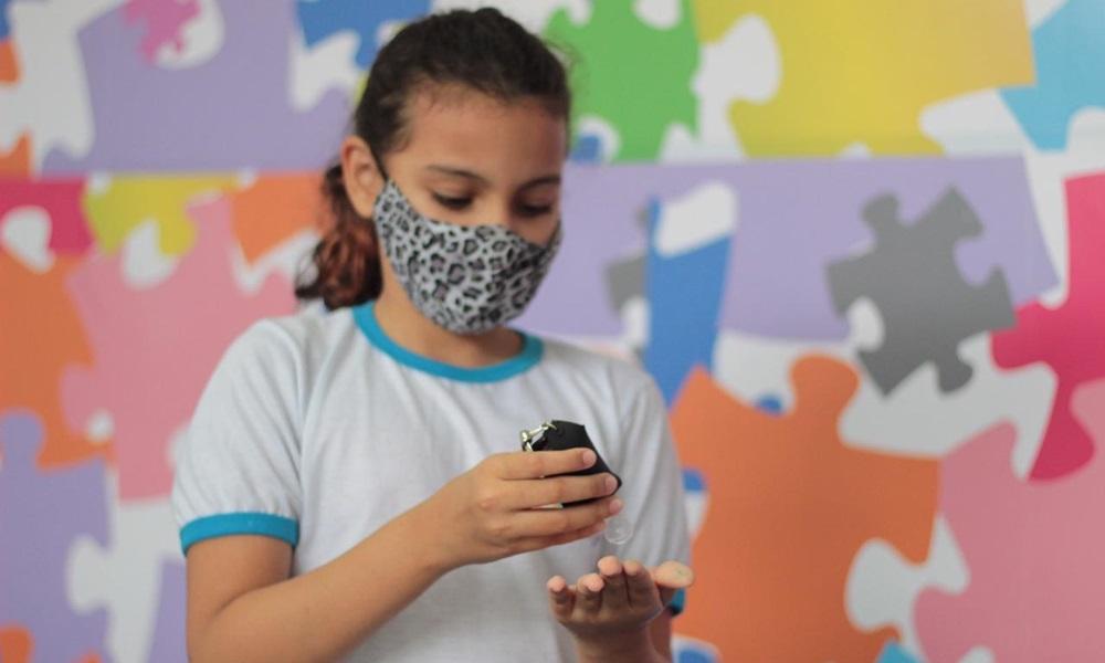 Educadores e alunos comemoram retorno das aulas presenciais na rede privada de Camaçari