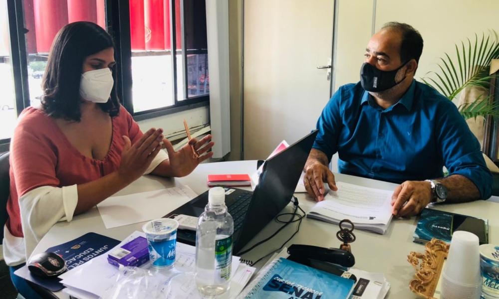 Gilvan entrega PL que regulamenta política ambiental de Camaçari