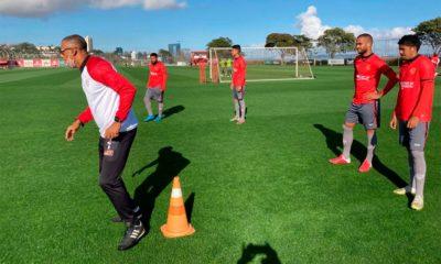 Vitória faz último treino tático e de bolas paradas antes do jogo contra Brasil de Pelotas