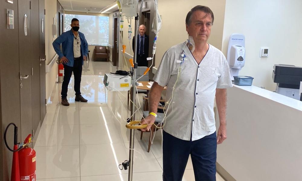 Boletim médico diz que Bolsonaro passa bem, mas não há previsão de alta