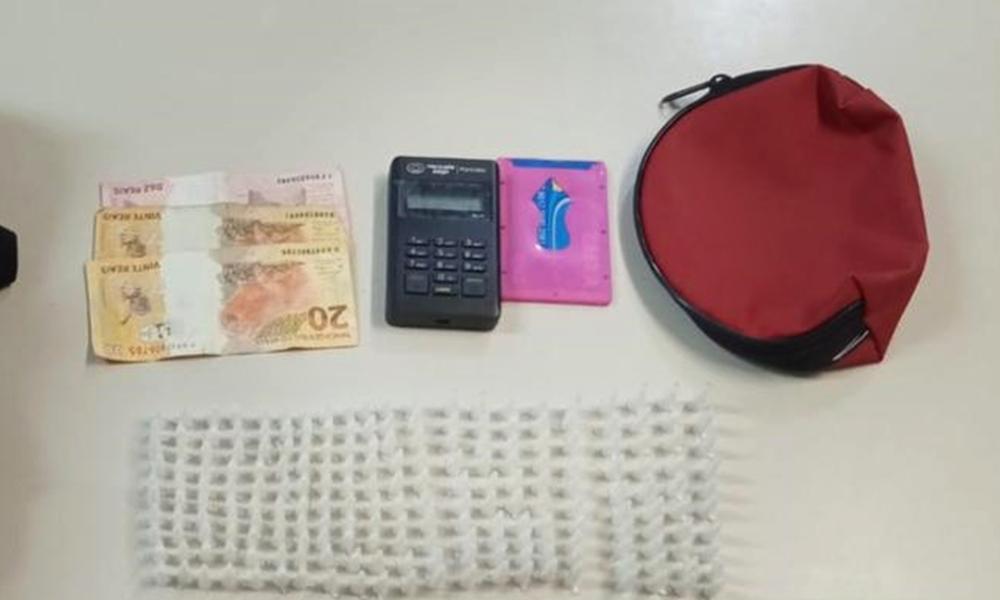 Mulher é presa com 210 pinos de cocaína no Jaraguá em Camaçari