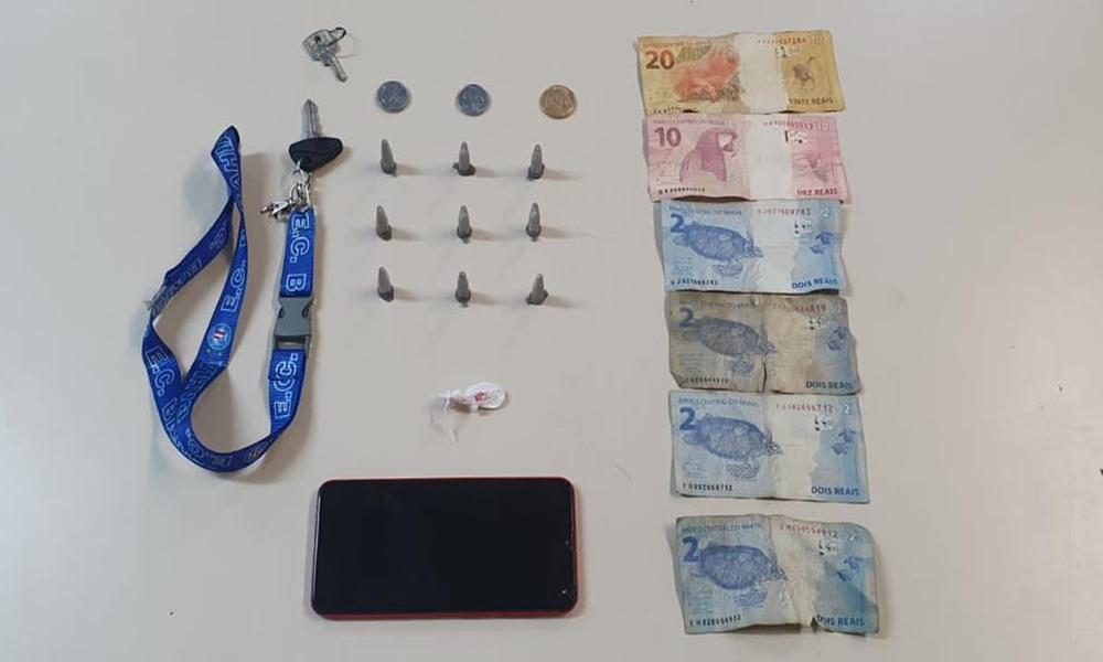 Jovem é detido acusado de tráfico de drogas em Camaçari