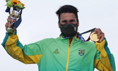 Brasileiro conquista primeira medalha de ouro da história do surf nas Olimpíadas