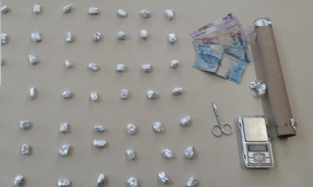 Jovem é preso com 46 buchas de maconha no bairro da Bomba
