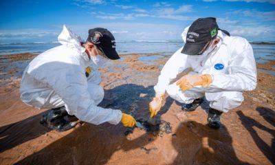 Novos resíduos de óleo são encontrados na Praia da Espera, em Itacimirim