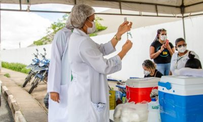 Vacinação contra Covid-19 avança para 43 anos em Lauro de Freitas
