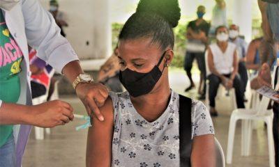 Simões Filho convoca trabalhadores da educação com 25 anos ou mais para vacinação contra Covid-19