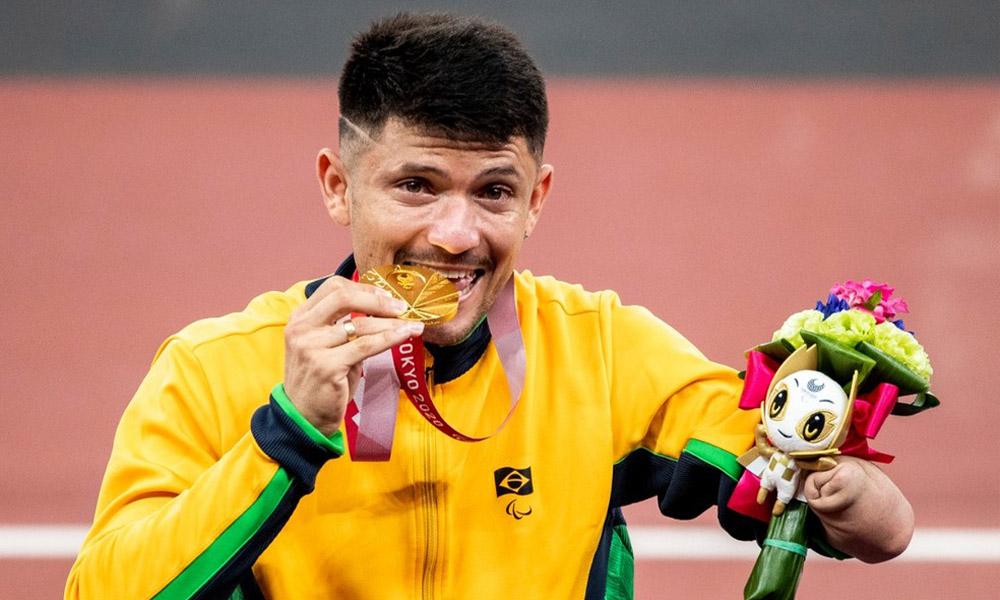 Petrúcio Ferreira quebra recorde paralímpico e conquista bicampeonato mundial dos 100m